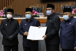 DPRD Kota Bandung menggelar Rapat Paripurna Penandatanganan Nota Kesepakatan KUPA dan PPAS Perubahan Tahun 2020 di Gedung DPRD  Jalan Sukabumi no 30 Bandung, Rabu (09/09/2020).*