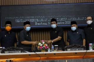 DPRD Kota Bandung menggelar Rapat Paripurna terkait Penyampaian Penjelasan Wali Kota Bandung Perihal Raperda Kota Bandung Tentang Perubahan APBD TA 2020 di Gedung DPRD Kota Bandung, Jalan Sukabumi, Kota Bandung, Rabu (16/9/2020).*
