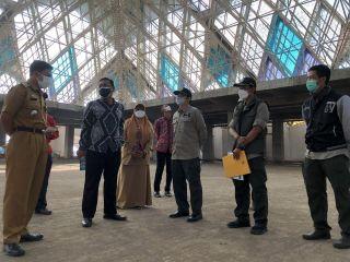 Ketua DPRD Kota Bandung Tedy Rusmawan meninjau pembangunan Masjid Raya Provinsi Jawa Barat Al-Jabbar, Selasa (22/6/2021).