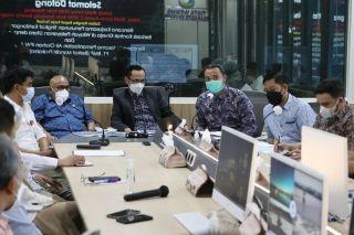 Pimpinan dan Anggota DPRD Kota Bandung melakukan rapat kerja bersama Perumda Tirtawening Kota Bandung, di Kantor Perumda Tirtawening, Bandung, Selasa (20/42021).