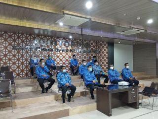 Jajaran struktural Sekretariat DPRD Kota Bandung melaksanakan kegiatan silaturahmi secara virtual bersama wali kota, wakil wali kota Bandung, beserta unsur perangkat daerah di lingkungan Pemerintah Kota Bandung, Senin, (17/5/2021).