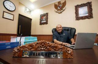 Wakil Ketua 1 DPRD Kota Bandung, Ade Supriadi menerima banyak keluhan terkait pinjaman online yang menjerat warga Kota Bandung.