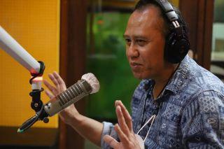 Wakil Ketua II DPRD Kota Bandung Achmad Nugraha menjadi narasumber dalam talk show Radio Ardan 105.9 FM, di Studio Ardan, Minggu, (10/5/2021).