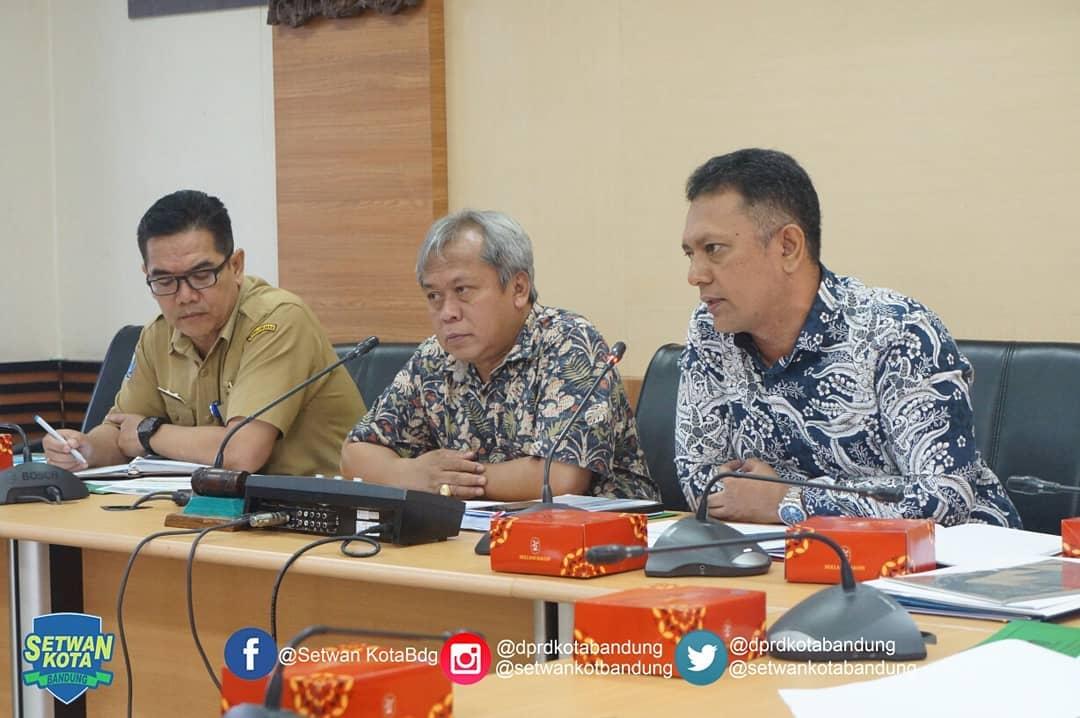 Pansus 6 DPRD Melaksanakan Agenda Rapat Kerja Membahas LK No.05