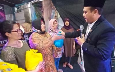 Peringati Maulid Nabi, Anggota DPRD Kota Bandung Bagi-Bagi Sembako